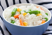 Blue bowl with cooked rice with mixed vegetable — Stock Photo