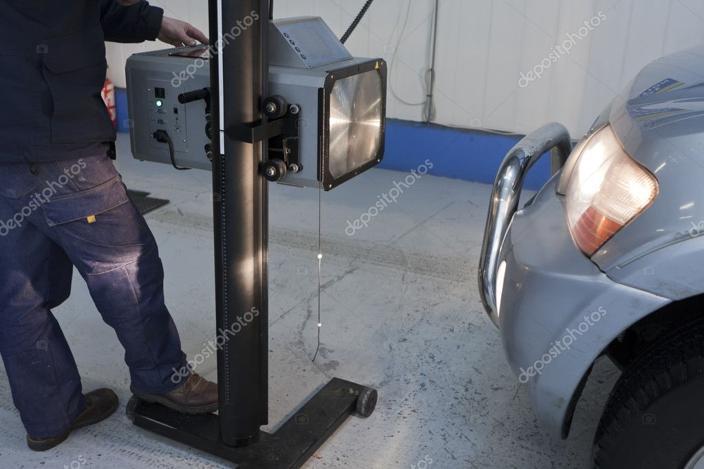 Compliance monitoring of the lighting of the vehicle by the operator — Stock Photo #5055465