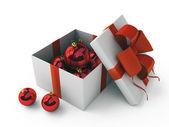 Scatola regalo bianca con giocattoli albero rosso — Foto Stock