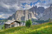 Hut in mountain landscape in the dolomites — Stock Photo