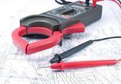 Voltage tester on diagram — Stock Photo