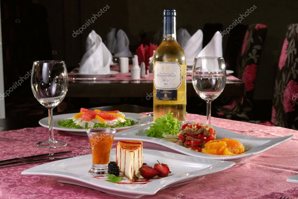 Dessert with wine on a table in modern restorant. — Stock Photo #4904195