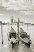 Two gondolas on the San Marco canal and Church of San Giorgio Maggiore in Venice, Italy. — Stockfoto