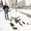 Feeding the ducks — Stock Photo