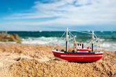 Barca da pesca sulla spiaggia — Foto Stock