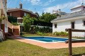 Wohnanlage mit pool — Stockfoto