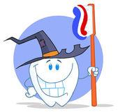 Uśmiechający się halloween zęba ze szczoteczka do zębów — Zdjęcie stockowe