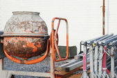 Small, rusty concrete mixer — Foto Stock
