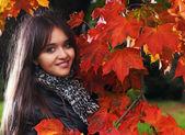 Menina no parque — Fotografia Stock
