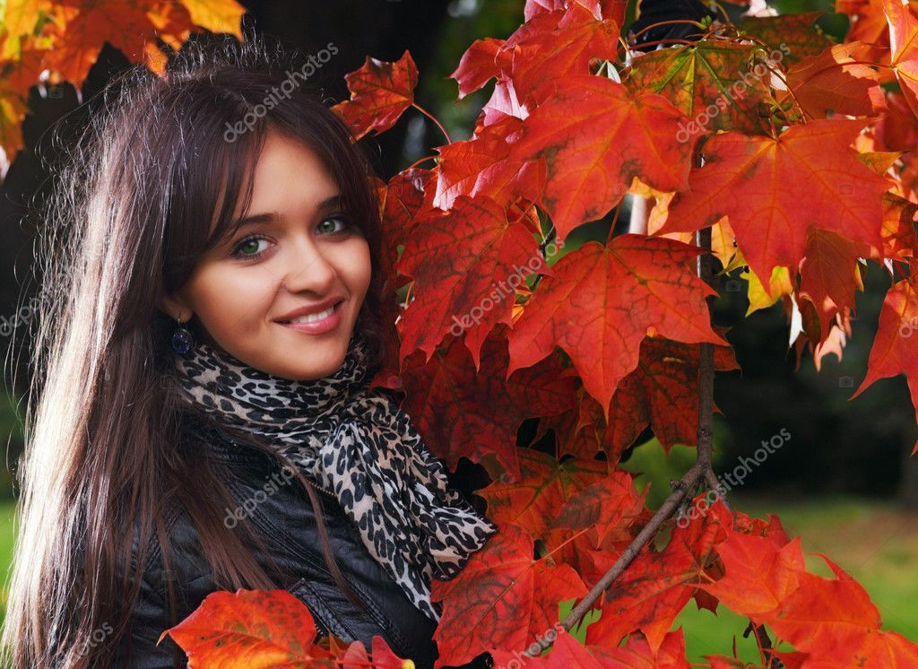 Young girl in autumn park  — Stock Photo #4247355