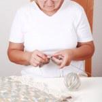 Elderly woman knitting — Stock Photo