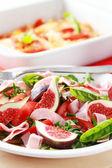 Grönsakssallad med färska fikon — Stockfoto
