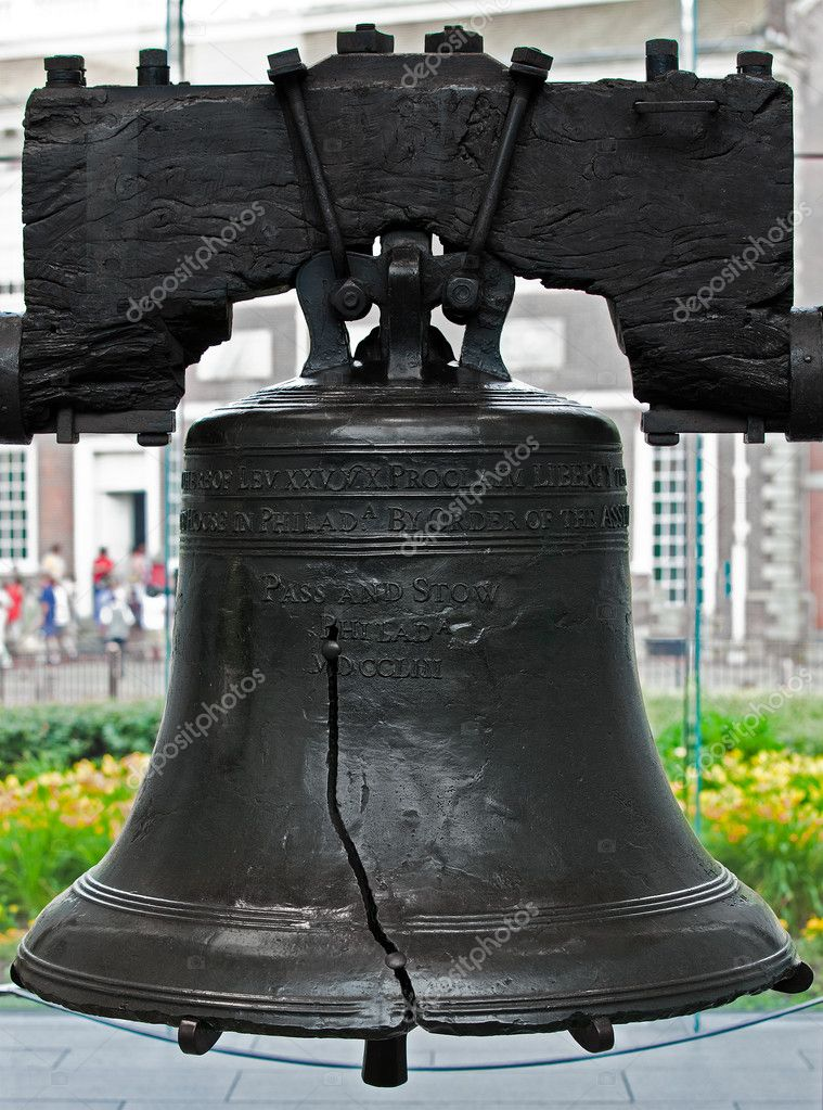 The authentic Liberty Bell as it is on display in Philadelphia, PA — Stock Photo #5075203