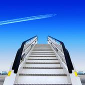 Havaalanı ve fly away düzlemde beyaz rampa önden görünümü — Stok fotoğraf