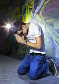 Young man offers prayers — Stock Photo