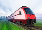 Trein beweegt uit stad — Stockfoto