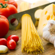 Pasta, tomatoes and garlic — Stock Photo