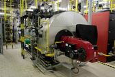 ガス ボイラー部屋のガスボイラー — ストック写真