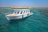 Snorkeling boat close to coral reef — Stock Photo