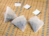 Bir piramit şekli, çay poşetleri — Stok fotoğraf
