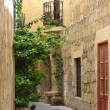 Narrow maltese street — Stock Photo