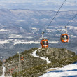 Cable car ski lift over mountain landscape — Stock Photo