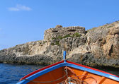 Boat and old fortification near Blue Grotto, Malta — Stock Photo