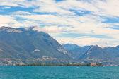 Uitzicht over het gardameer in italië — Stockfoto