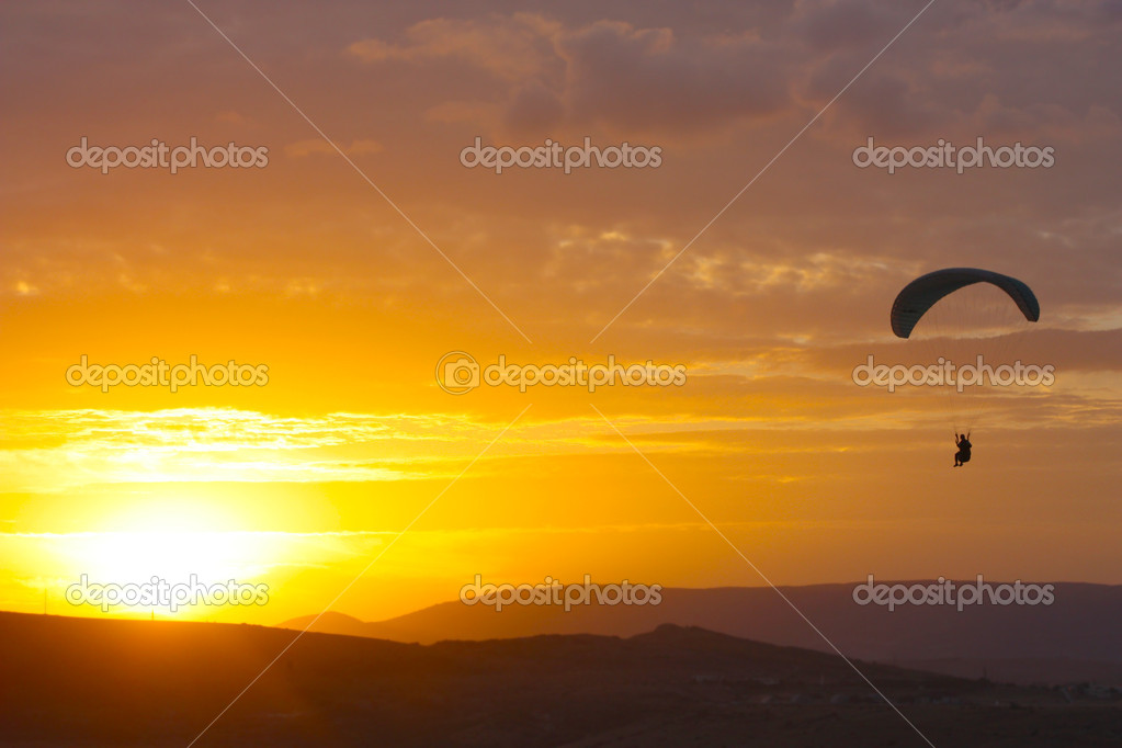 Paraglider flight in Crimea, Ukraine  — Stock Photo #5078212
