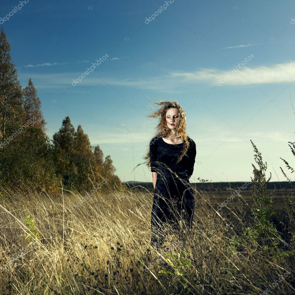 Photo of beautiful elegant woman in wheat field — Stock Photo #4015134