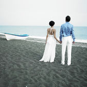 Newlyweds at the sea — Stock Photo
