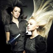 在一家美容院的女人 — 图库照片