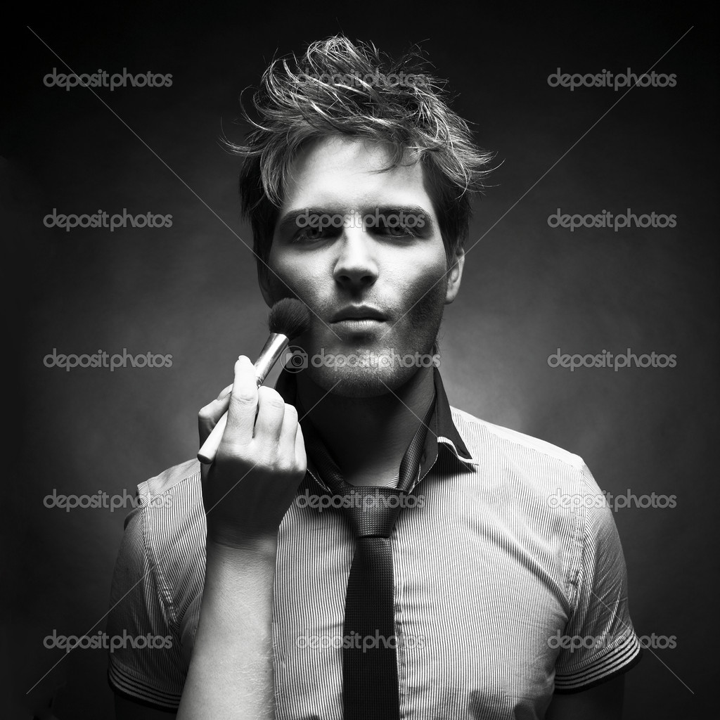 Handsome man doing makeup for fashion photography studio — Stock Photo #4146624