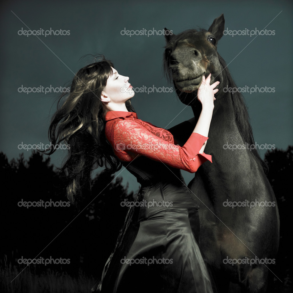 Fashionable portrait of a beautiful young woman and horse — Stock Photo #4452435