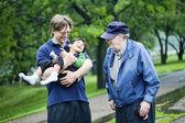 Três gerações interagindo juntos — Fotografia Stock
