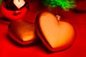 Composition de noël avec deux coeurs rouges — Photo