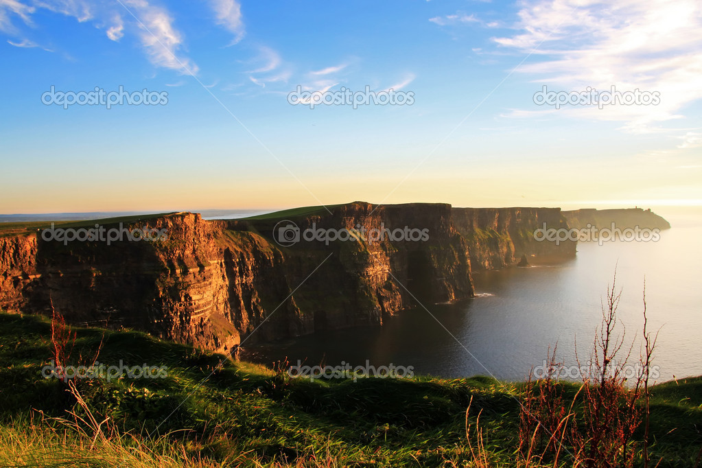 Cliffs of Moher at sunset in Ireland — Stock Photo #4132841