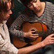 Young Musician Teaches Female Student To Play the Guitar — ストック写真