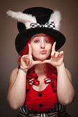 Aantrekkelijke rode donkerharige vrouw bunny oor hoed framing gezicht dragen — Stockfoto