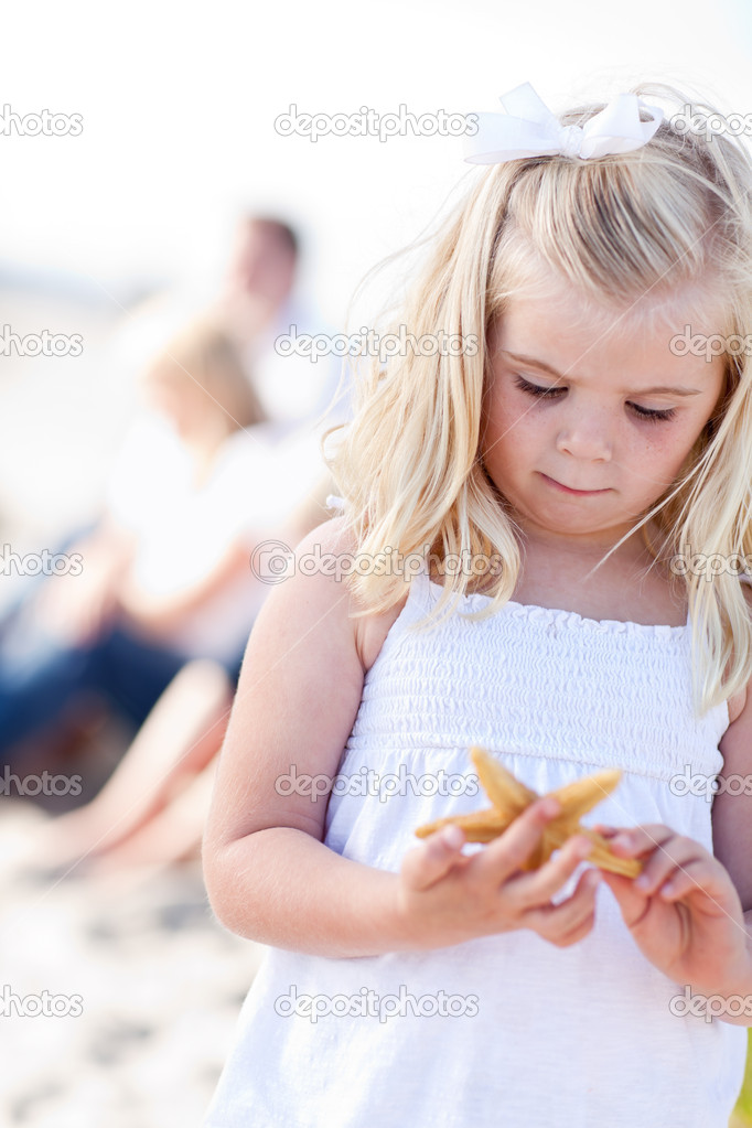 Adorable Little Blonde Girl with Starfish at The Beach. — Stock Photo #4231378