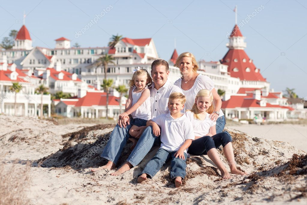 Happy Caucasian Family in Front of Hotel Del Coronado on a Sunny Afternoon. — Stock Photo #4280838
