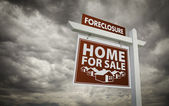 Red Foreclosure Home For Sale Real Estate Sign Over Cloudy Sky — Stock Photo