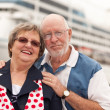 Senior Couple On Shore in Front of Cruise Ship — Stock Photo