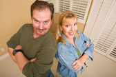 Goofy Couple and Moving Boxes in Empty Room — Stock Photo