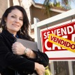Female Hispanic Real Estate Agent, Vendido Se Vende Casa Sign an — Stock Photo #5164120