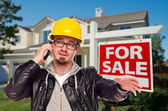 Contractor in Hard Hat in Front of House and Real Estate Sign — Foto de Stock