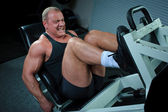Bodybuilder training in gym — Stock Photo