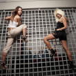 kvinnor på klättervägg — Stockfoto