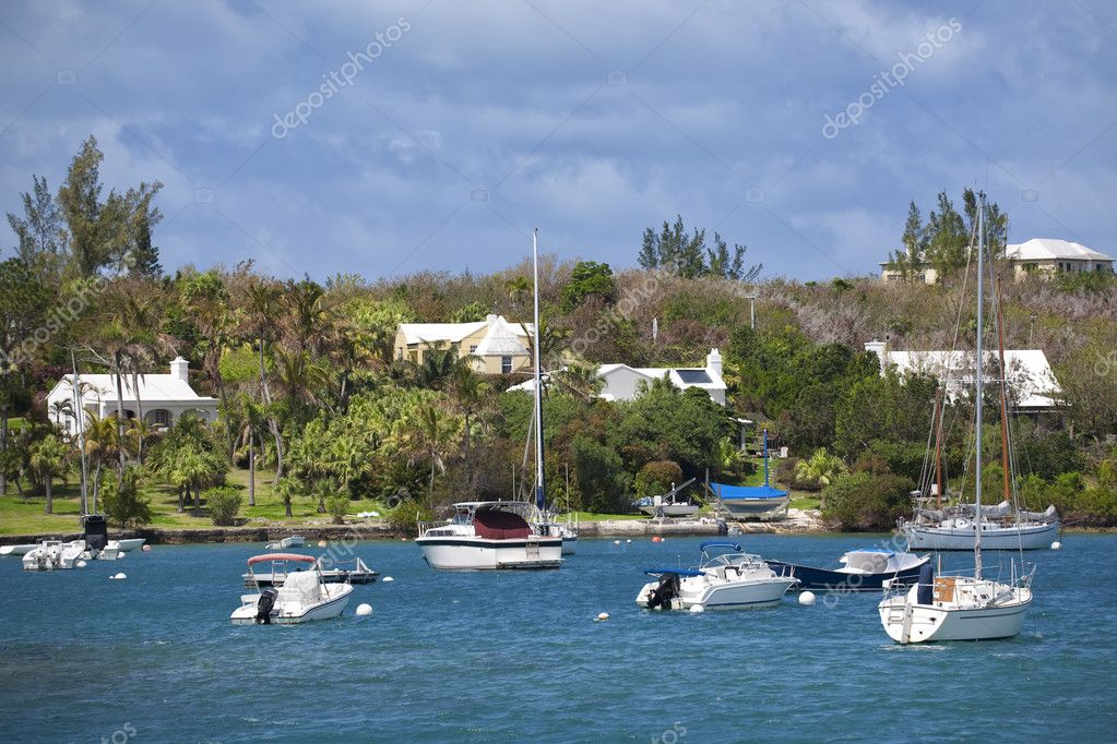 Various types of pleasure craft moored along Bermuda's waterfront. — Stock Photo #3930435