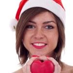 håller rött litet hjärta i händer — Stockfoto